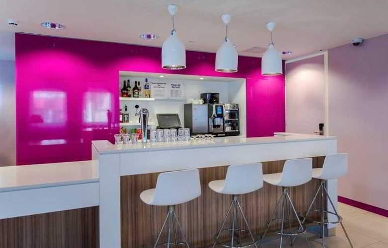 Holiday Inn Express Arnhem - Bar - 3