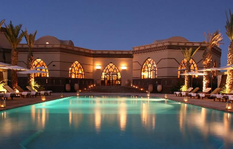 Terre Resort & Spa - Pool - 4