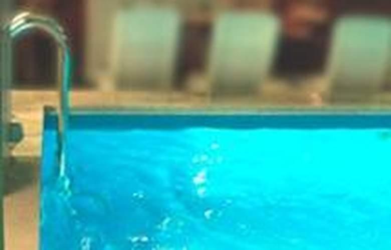 Götz - Pool - 1