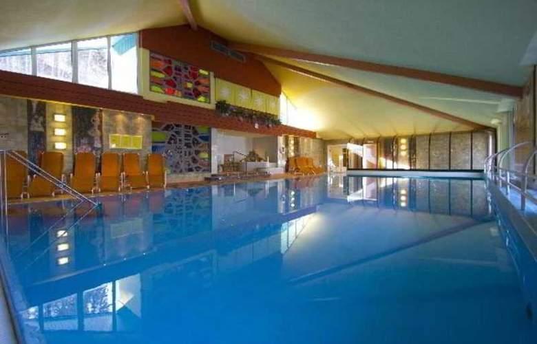 Alpine Club - Pool - 3