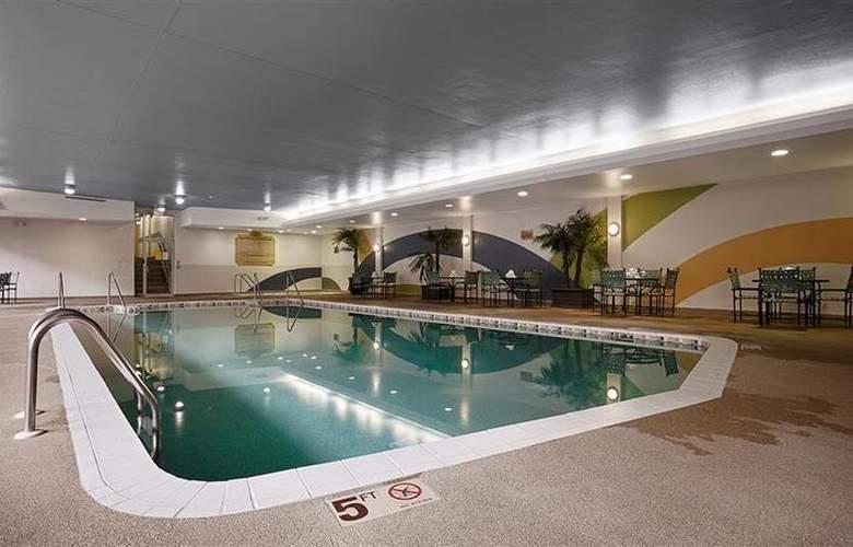 Best Western Woods View Inn - Pool - 96