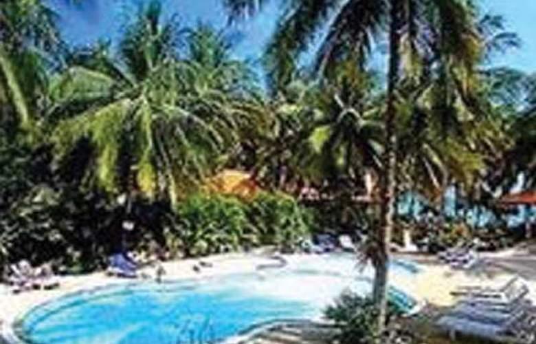 Fair House Beach Resort & Hotel - Pool - 11