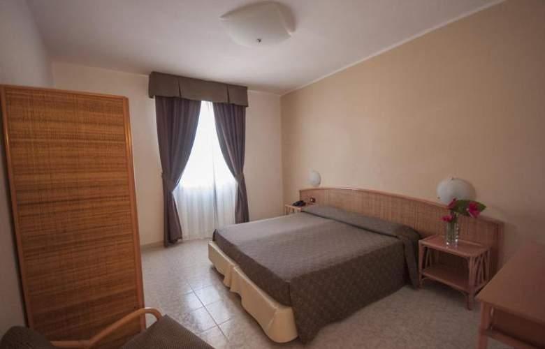 Rina - Room - 5