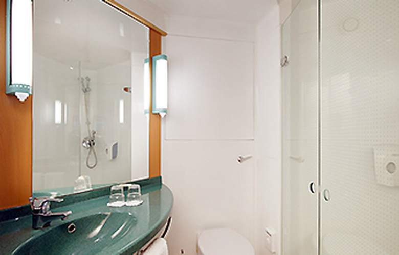Ibis Madrid Fuenlabrada - Room - 6