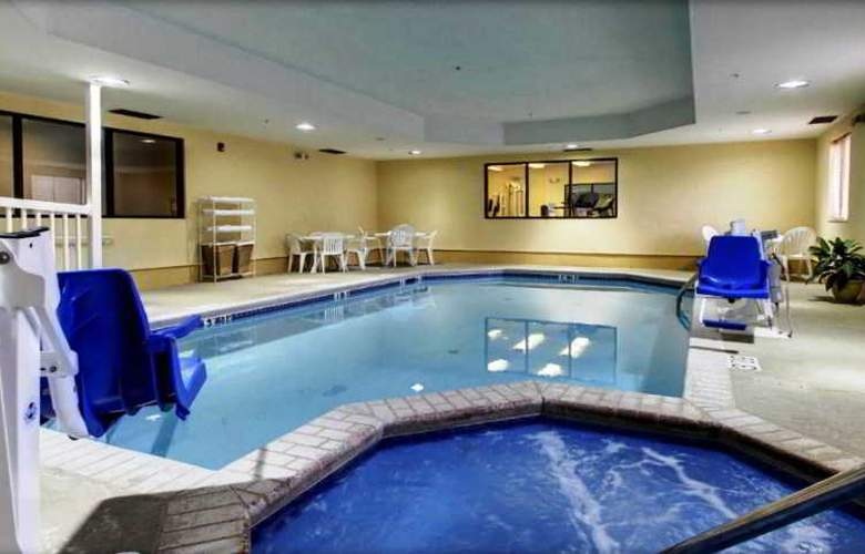 Sleep Inn & Suites Monticello - Pool - 3