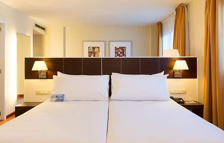 Tryp Valencia Feria - Room - 11