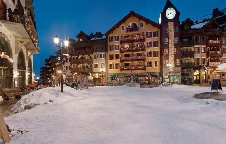 Pierre & Vacanc.Premium Arc 1950 Le Village - Hotel - 9
