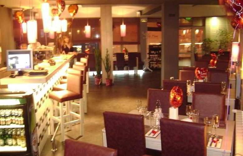 Business Hotel Elate Plaza - Restaurant - 4