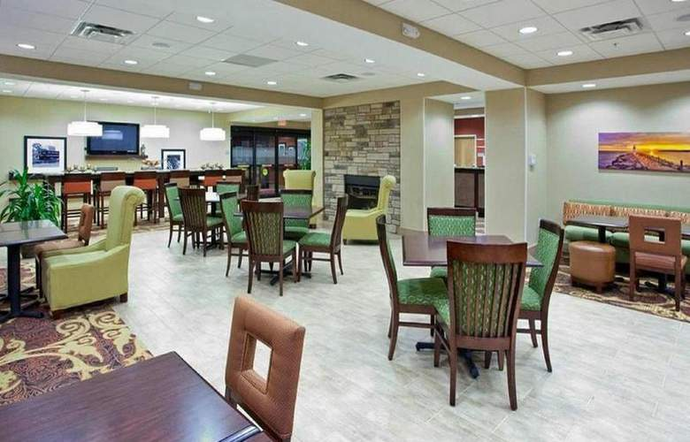 Hampton Inn Brockport - Bar - 18