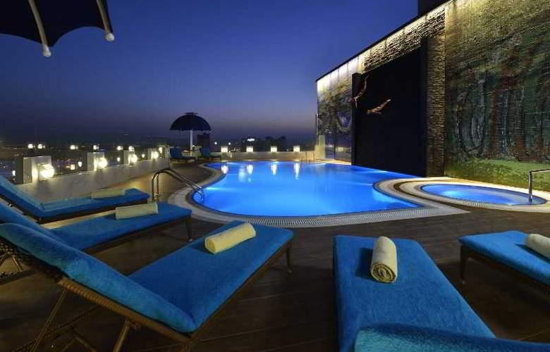 Swiss Belhotel Seef Bahrain - Pool - 2