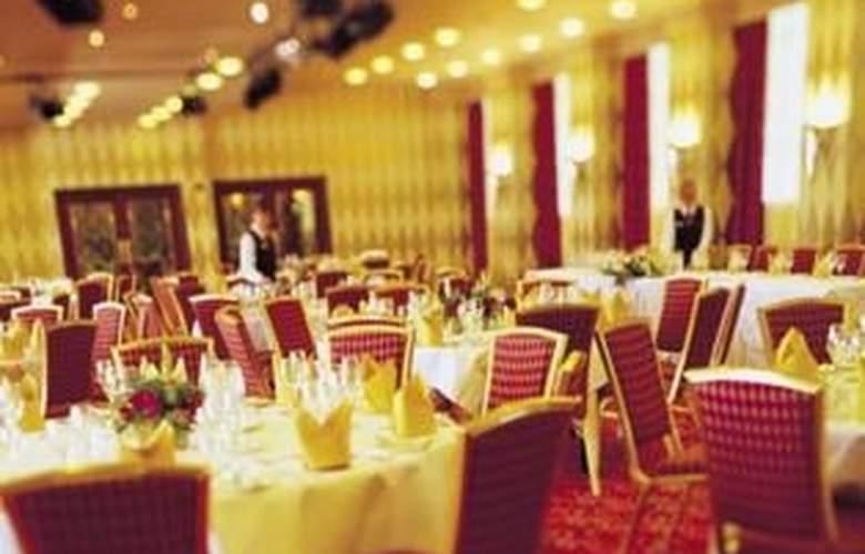 Crowne Plaza John Lennon Airport - Restaurant - 4