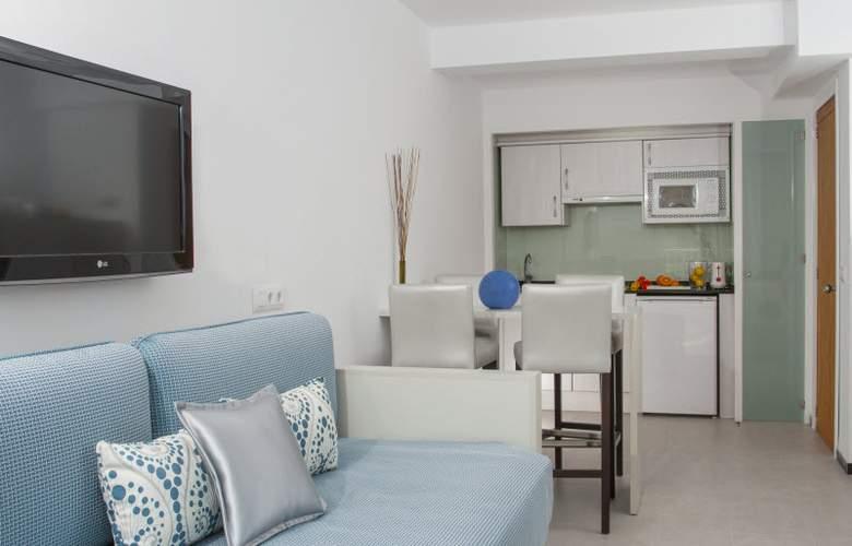 Hoposa Daina Apartamentos - Room - 0