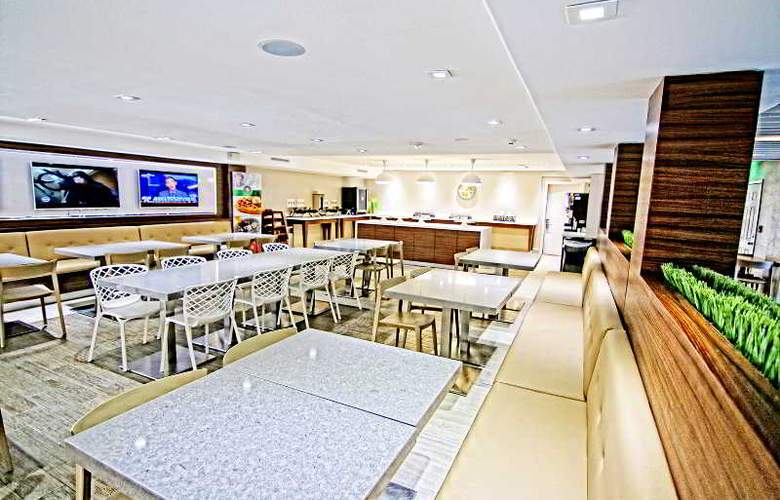 Quality Inn & Suites By The Parks - Restaurant - 10