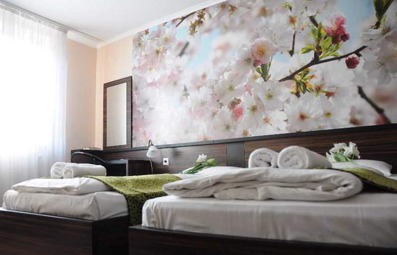 Green Hotel Budapest - Room - 13