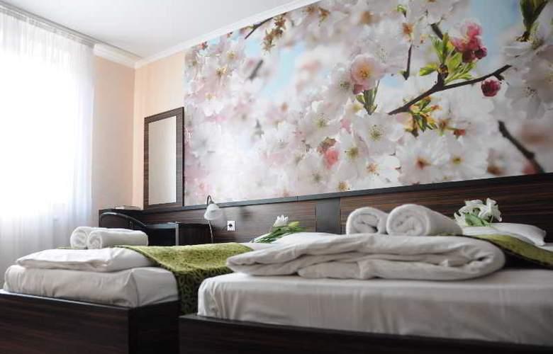 Green Hotel Budapest - Room - 13