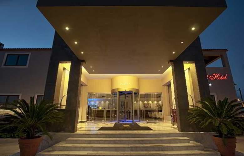 Arty Grand Hotel - Hotel - 7