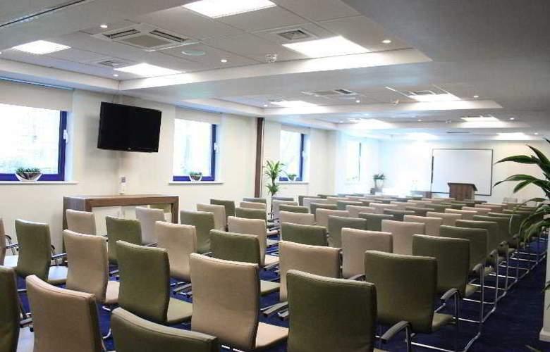 Holiday Inn Express London Stratford - Conference - 21