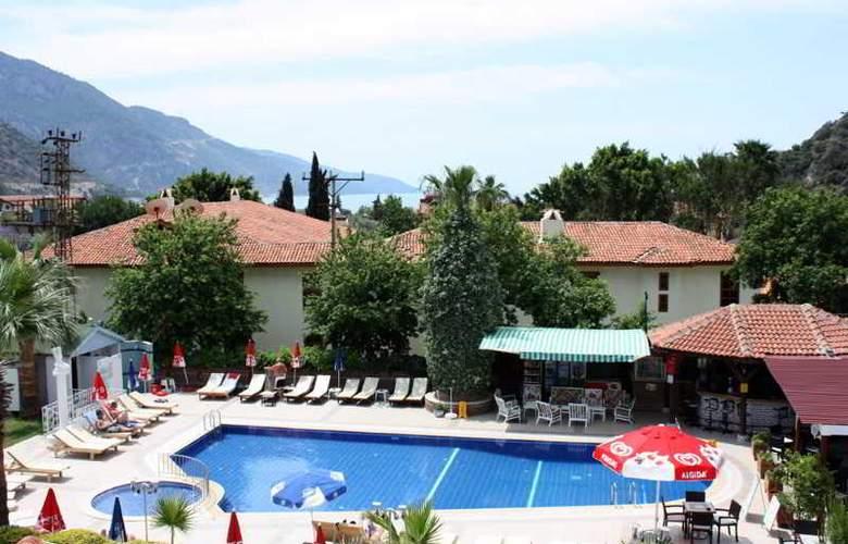 Majestic Hotel - Pool - 10