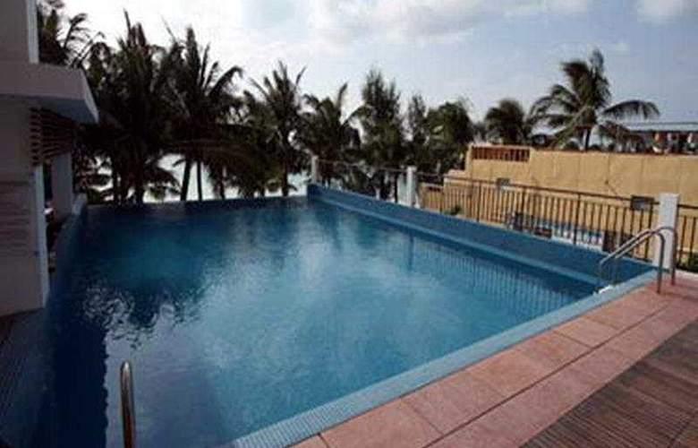 Crown Regency Beach Resort - Pool - 6