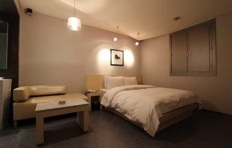 Art - Room - 15