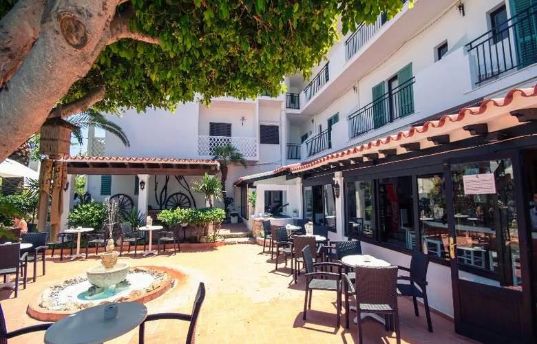 Azuline Hotel Galfi - Terrace - 30