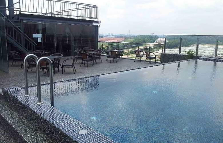 Pariss Hotel - Pool - 3