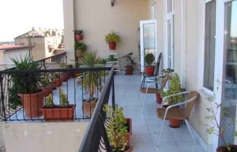 Nur Hotel - Terrace - 11