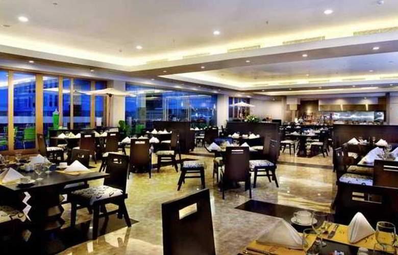 Aston Bogor Hotel And Resort - Restaurant - 4