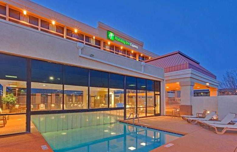 Holiday Inn Express Flagstaff - Pool - 16