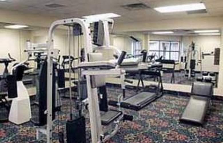 Comfort Suites University - Pool - 6