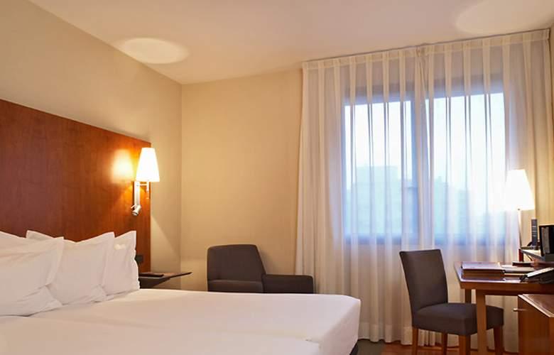 AC Ciudad de Pamplona - Room - 8