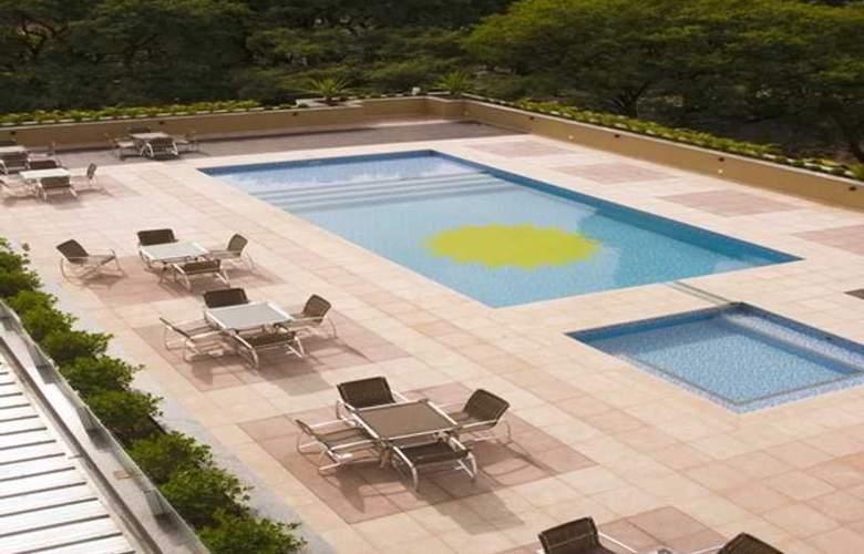 Slaviero Suites Foz Do Iguazu - Pool - 9