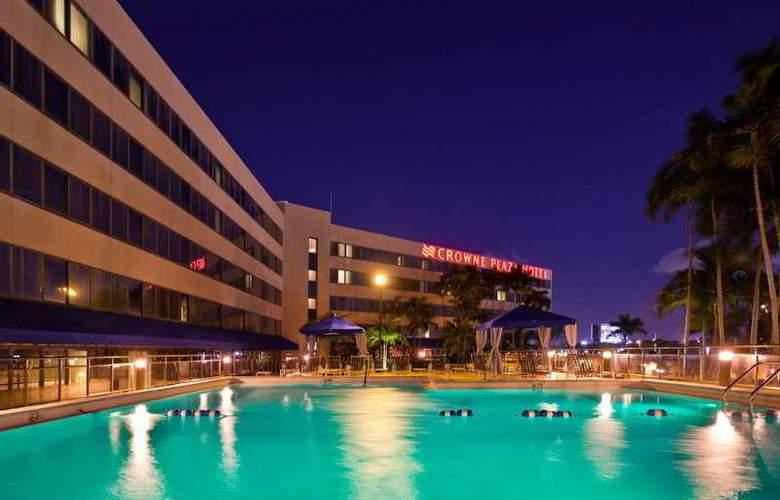 Crowne Plaza Miami Airport - Pool - 2