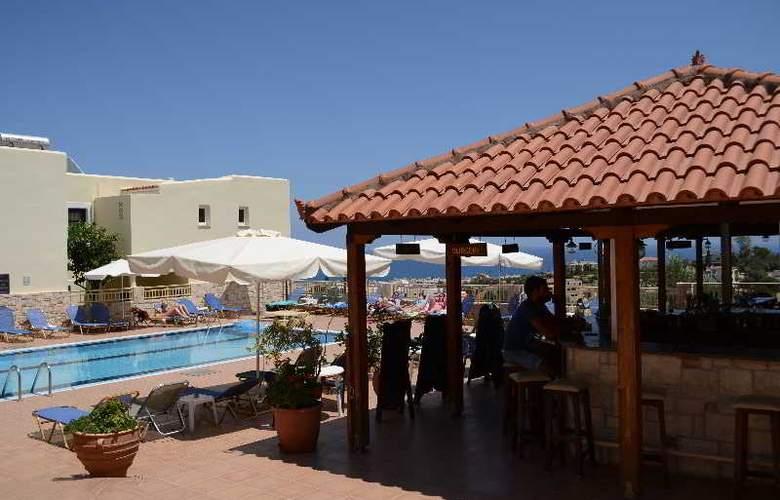 Frida Village Apartments - Bar - 2