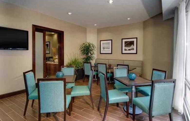 Hampton Inn & Suites Milwaukee Downtown - Hotel - 3