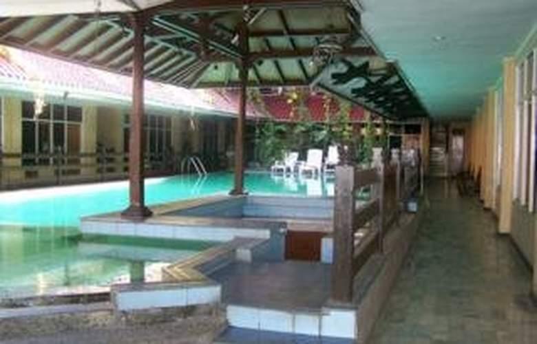 Karthi - Pool - 6