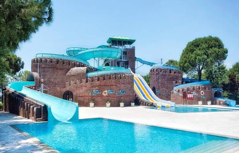 Wow Kremlin Palace - Pool - 20