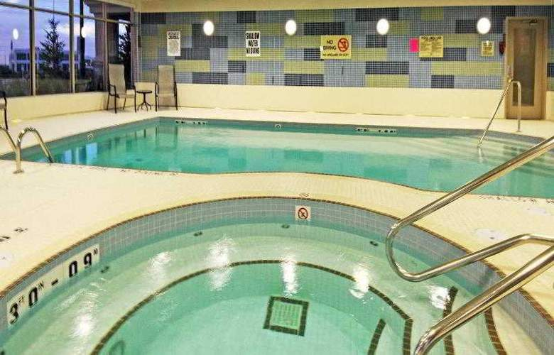 Holiday Inn Express & Suites Vaughan - Pool - 30