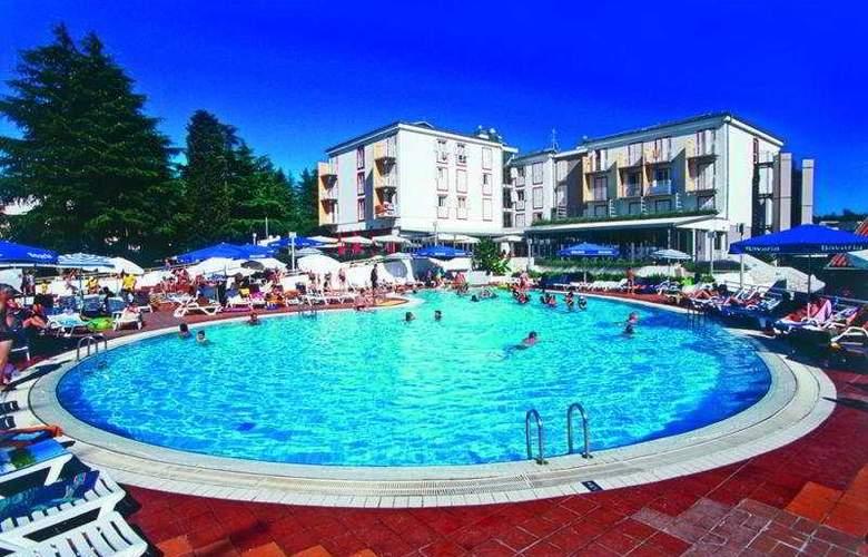 Valamar Pinia Hotel - Pool - 7