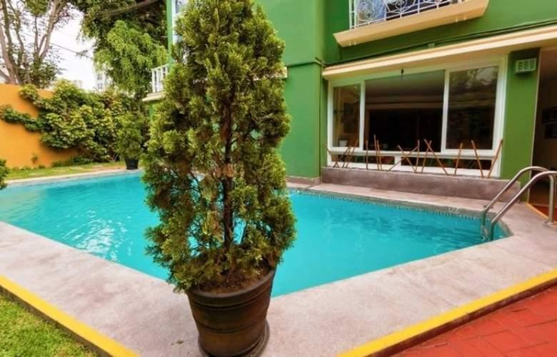 Basadre Suites - Pool - 13