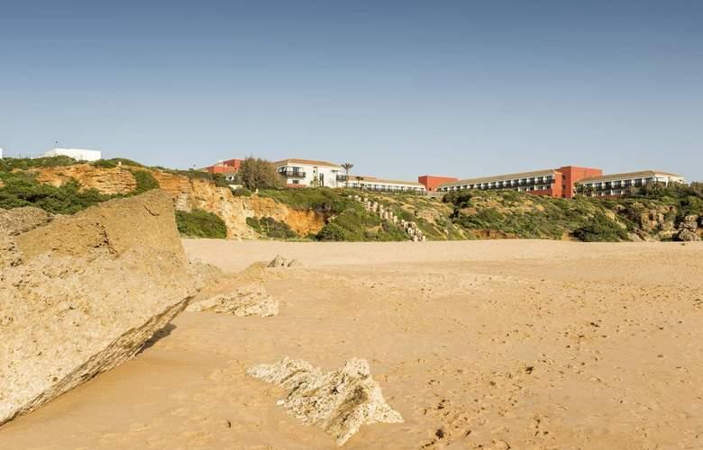 Ilunion Calas de Conil - Beach - 4