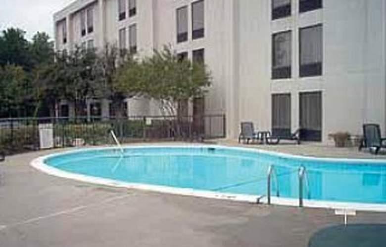 Quality Inn Executive Park - Pool - 2