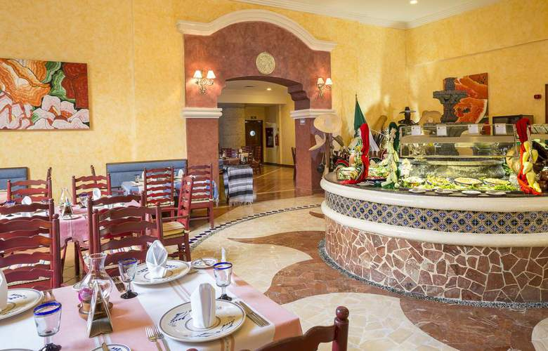 Grand Palladium Kantenah Resort & Spa - Restaurant - 4