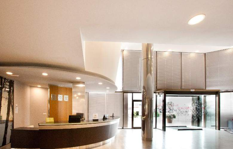 Hilton Garden Inn Malaga - General - 1