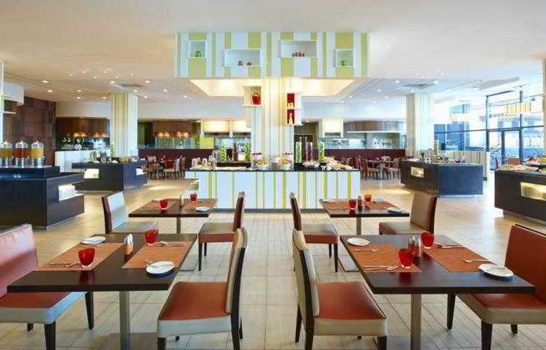Century Kuching Hotel - Restaurant - 10