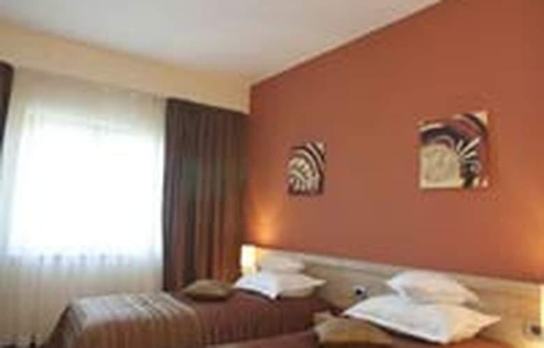 Plus Mari Vila Bucharest - Room - 9