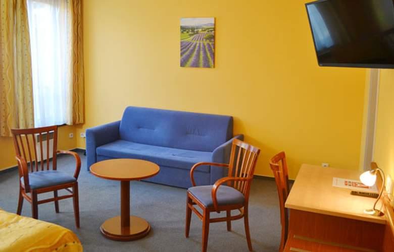 Aparthotel Austria Suites - Room - 1