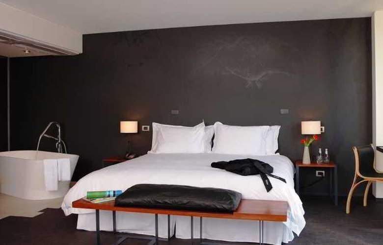 Ismael - Room - 9