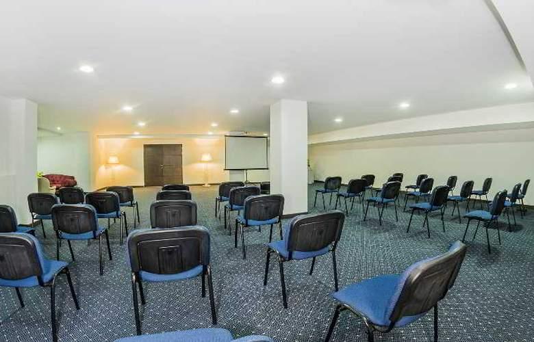 Egina Medellin - Conference - 33