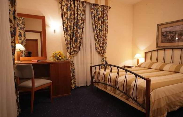 Peak Hotel - Room - 19